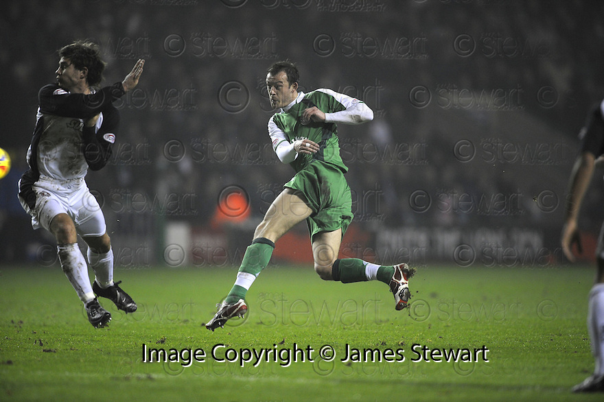 13/02/2008    Copyright Pic: James Stewart.File Name : sct_jspa02_hibernian_v_gretna.STEVEN FLETCHER SCORES THE SECOND.James Stewart Photo Agency 19 Carronlea Drive, Falkirk. FK2 8DN      Vat Reg No. 607 6932 25.Studio      : +44 (0)1324 611191 .Mobile      : +44 (0)7721 416997.E-mail  :  jim@jspa.co.uk.If you require further information then contact Jim Stewart on any of the numbers above........