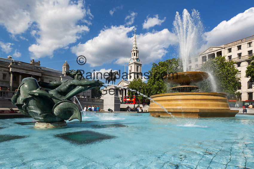 United Kingdom, London: Trafalgar Square with the St. Martin's in the Fields church | Grossbritannien, England, London: Trafalgar Square mit der Kirche St. Martin's in the Fields