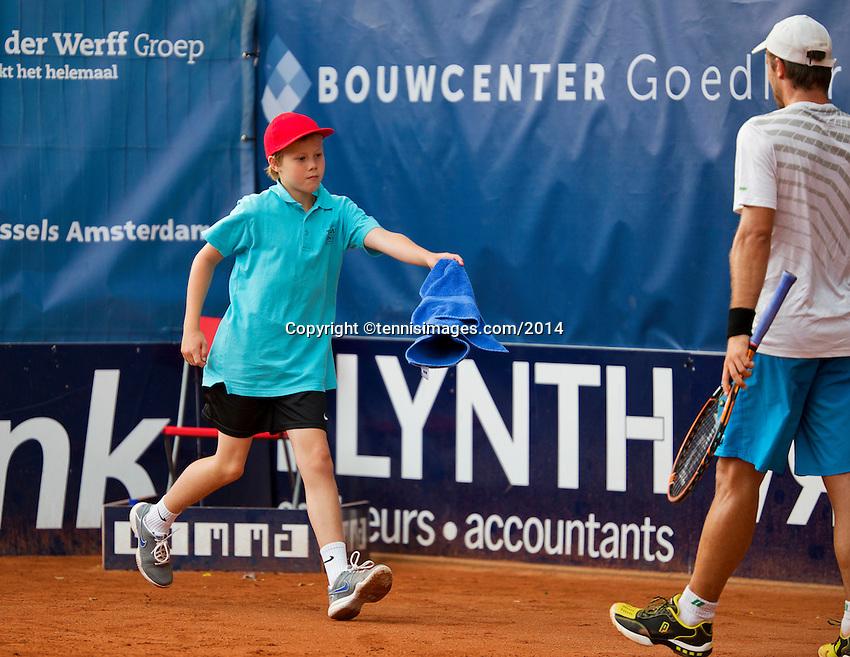 September 03, 2014,Netherlands, Alphen aan den Rijn, TEAN International, Ballboy bringing towel to a player<br /> Photo: Tennisimages/Henk Koster