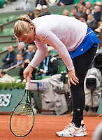 Paris, France, 03 June, 2016, Tennis, Roland Garros, Semifinal women, Kiki Bertens (NED) has a porblem with her leg in her match against Serena Williams (USA)<br /> Photo: Henk Koster/tennisimages.com