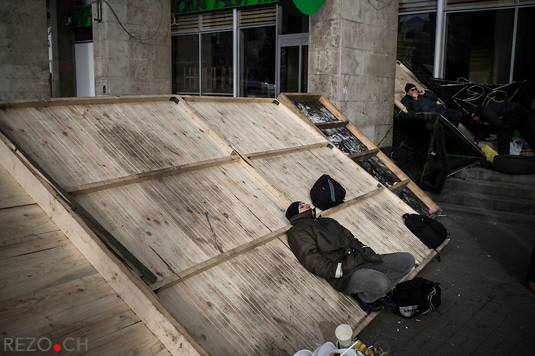 Kiev, Ukraine - 03 december 2013: Protester sleeping on a barricade securing the access to the occupied building of the Workers Trade Unions, next to Maidan. Credit: Niels Ackermann / Rezo.ch