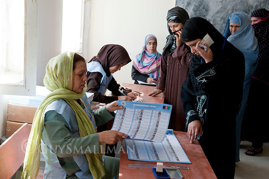 Afghans vote in government election in the Deah Da Nah district of Kabul.
