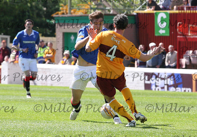 Nikica Jelavic and Maurice Ross go for the ball