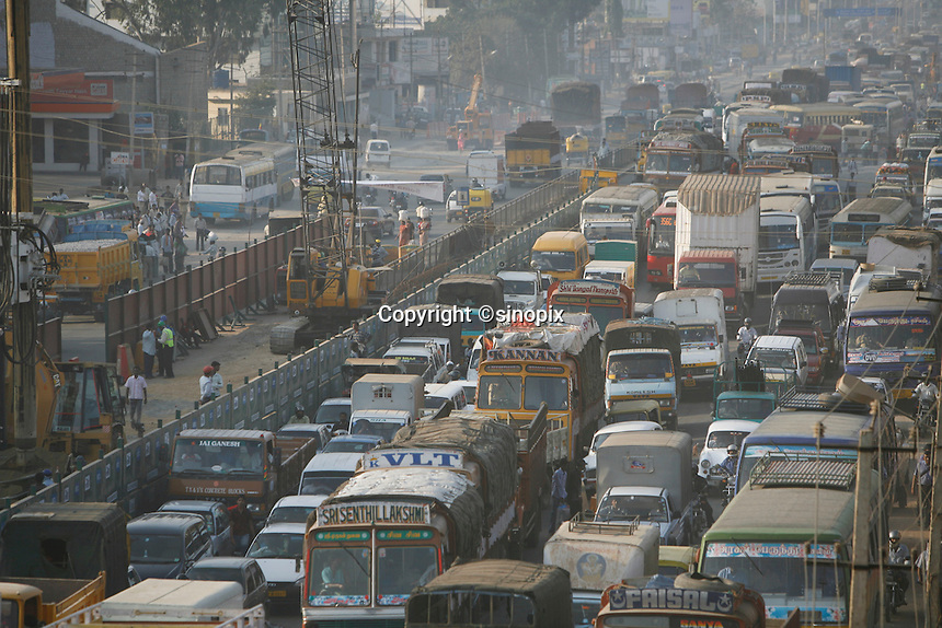 Traffic during rush hour in Bangalore, India on Wednesday, 03 January 2007.