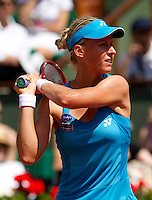 Elena Dementieva (RUS) against Francesca Schiavone (ITA) (17) in the semi-final of the women's singles. Francesca Schiavone won the first set 7-6 when Elena Dementieva retired handing her the match..Tennis - French Open - Day 12 - Thur 03 June 2010 - Roland Garros - Paris - France..© FREY - AMN Images, 1st Floor, Barry House, 20-22 Worple Road, London. SW19 4DH - Tel: +44 (0) 208 947 0117 - contact@advantagemedianet.com - www.photoshelter.com/c/amnimages
