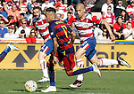 Granada's David Lomban (l) and Matheus Doria (r) and FC Barcelona's Neymar Santos Jr during La Liga match. May 14,2016. (ALTERPHOTOS/Acero)