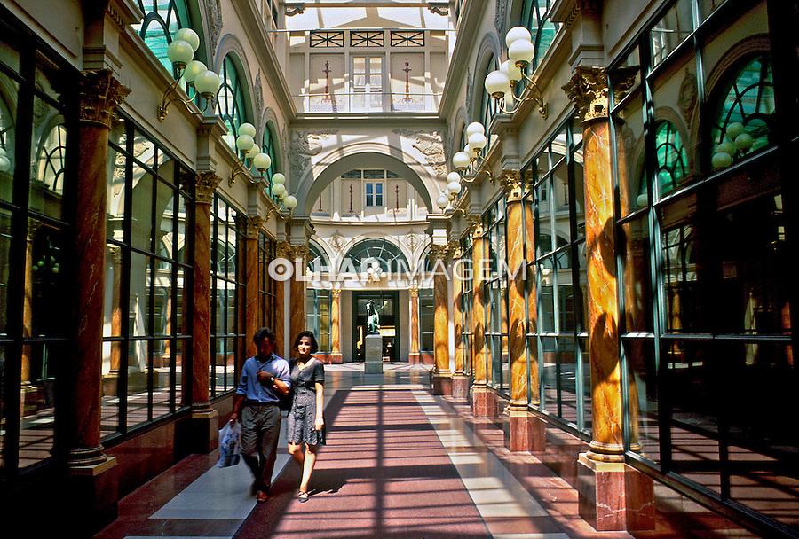 Galeria em Paris, França. 1993. Foto de Dudu Cavalcanti.