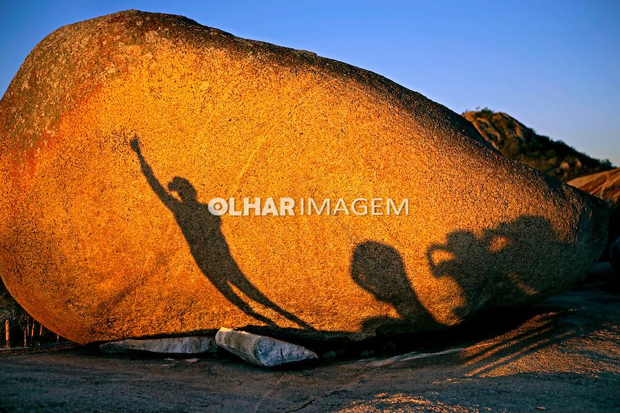 Sombras na pedra no Lajedo do Marinho. Boqueirao. Paraiba. 2015. Foto de Kleide Teixeira.
