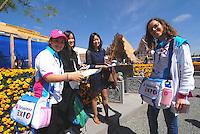 Milan 2 may 2015<br /> Giovani volontarie indicano il Padiglione della Cina a della visitatrici cinesi.<br /> Young volunteers EXPO 2015 indicate the China Pavilion to the female visitors Chinese. <br /> Photo Livio Senigalliesi
