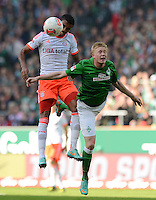 FUSSBALL   1. BUNDESLIGA  SAISON 2012/2013   6. Spieltag  29.09.2012 SV Werder Bremen - FC Bayern Muenchen    Luiz Gustavo (li, FC Bayern Muenchen) gegen Kevin De Bruyne (SV Werder Bremen)