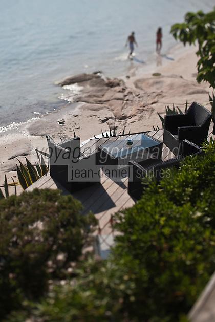 Europe/France/2A/Corse du Sud/Porto-Vecchio: Terrasse  et plage du restaurant: Santa Marina, Baie de Santa Giulia,