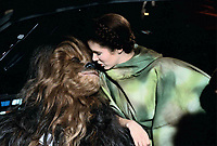Star Wars: Episode VI - Return of the Jedi (1983) <br /> Behind the scenes photo of Carrie Fisher Peter Mayhew<br /> *Filmstill - Editorial Use Only*<br /> CAP/KFS<br /> Image supplied by Capital Pictures