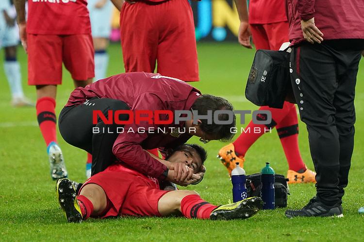 06.11.2019, BayArena, Leverkusen, Championsleague, Vorrunde, 4. Spieltag, GER, UEFA  CL, Bayer 04 Leverkusen (GER) vs. Atletiko Madrid (ESP),<br />  <br /> UEFA regulations prohibit any use of photographs as image sequences and/or quasi-video<br /> <br /> im Bild / picture shows: <br /> Charles Aránguiz (Leverkusen #20), verletzt am Boden muss betreut werden er bekam einen Ball an den Kopf <br /> <br /> Foto © nordphoto / Meuter<br /> <br /> <br /> <br /> Foto © nordphoto / Meuter