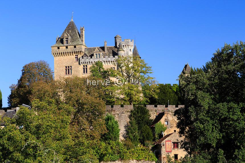 France, Dordogne (24), Vitrac, surmonté du château de Monfort // France, Dordogne, Vitrac, the castle of Montfort