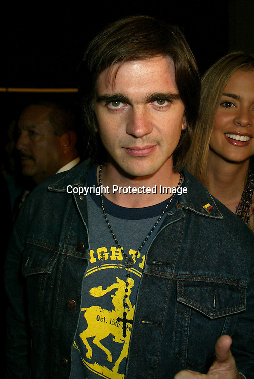 ©2002 AURA BLANDINO / HUTCHINS PHOTO.LATIN GRAMMY PRE PARTY.SEPTEMBER 17, 2002.LOS ANGELES, CA.JUANES