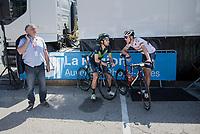 Jes&uacute;s Herrada (ESP/Movistar) &amp; Ramunas Navardauskas (LIT/Bahrain-Merida) chatting in the shade pre-race<br /> <br /> 69th Crit&eacute;rium du Dauphin&eacute; 2017<br /> Stage 8: Albertville &gt; Plateau de Solaison (115km)