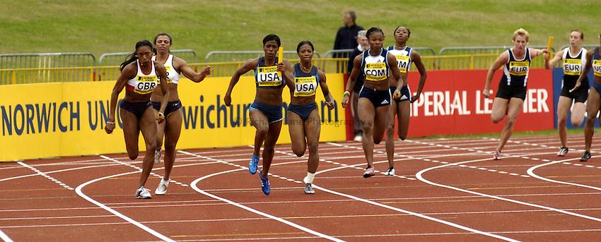 Photo. Richard Lane. Norwich Union International. Alexander Stadium, Birmingham. 25/07/2004..Womens 4 x 100m Relay..Diane Allahgreen passes to Joice Maduaka on the outside lane.