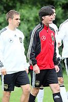 Bundestrainer Joachim Loew, dahinter Kapitaen Philipp Lahm<br /> WM-Team des DFB trainiert in der Commerzbank Arena *** Local Caption *** Foto ist honorarpflichtig! zzgl. gesetzl. MwSt. Auf Anfrage in hoeherer Qualitaet/Aufloesung. Belegexemplar an: Marc Schueler, Alte Weinstrasse 1, 61352 Bad Homburg, Tel. +49 (0) 151 11 65 49 88, www.gameday-mediaservices.de. Email: marc.schueler@gameday-mediaservices.de, Bankverbindung: Volksbank Bergstrasse, Kto.: 151297, BLZ: 50960101