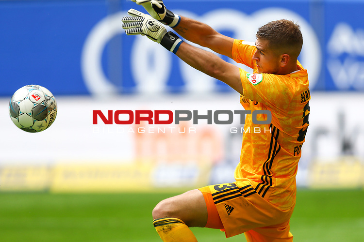 Hamburgs Torwart Julian Pollersbeck beim Spiel Hamburger SV gegen den  SV Sandhausen in Hamburg / 280620<br />