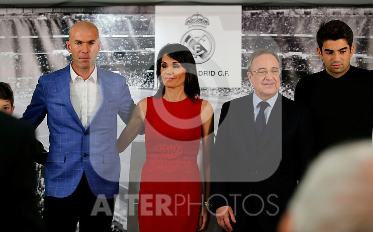 Zinedine Zidane (L) poses with his family and Real Madrid´s President Florentino Perez during his presentation as Real Madrid´s new coach at Santiago Bernebeu stadium Madrid, Spain. January 04, 2016. (ALTERPHOTOS/B. Echavarri)
