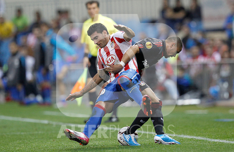 Atletico Madrid's Jose Antonio Reyes and Bayer Leverkusen's  Sidney Sam during UEFA Europe League, september 30, 2010...Photo: Cesar Cebolla / ALFAQUI