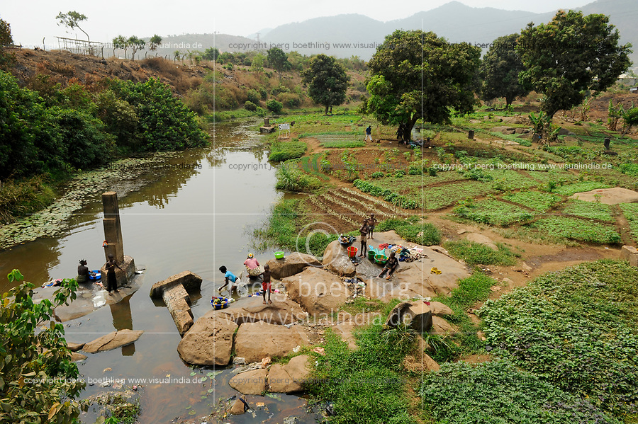 Afrika SIERRA LEONE, small river and irrigated vegetable farm