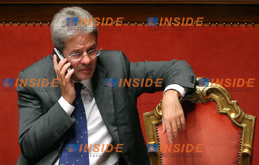Roma 05-10-2006 Senato;Il Presidente del Consiglio Romano Prodi riferisce al Senato sul caso Telecom<br /> Nella foto il ministro delle Comunicazioni Paolo Gentiloni <br /> Photo Serena Cremaschi Inside