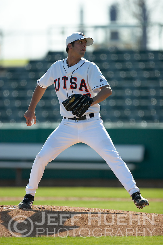 SAN ANTONIO, TX - MARCH 10, 2006: The University of Iowa Hawkeyes vs. The University of Texas at San Antonio Roadrunners Baseball at Nelson Wolff Stadium. (Photo by Jeff Huehn)