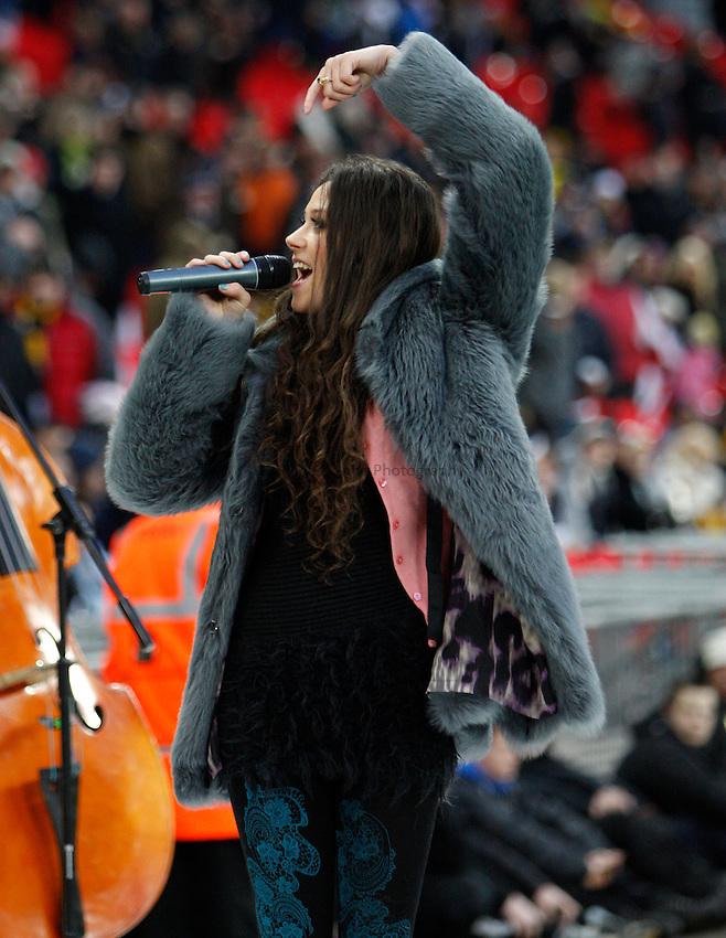Photo: Richard Lane/Richard Lane Photography. Saracens v London Wasps. Aviva Premiership. 26/12/2010. Eliza Doolittle sings.