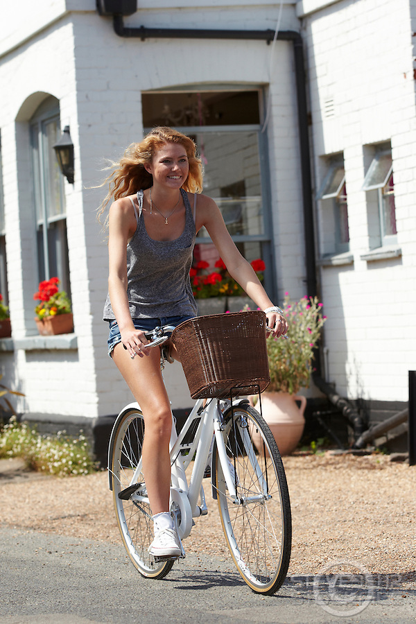 Zoe Fox riding Charge Decanter bicycle .   Sunninghill, Berks.    July   2013.      pic copyright Steve Behr / Stockfile