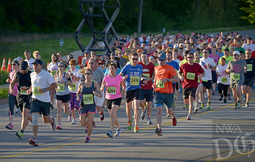 NWA Democrat-Gazette/BEN GOFF -- 04/25/15 Runners start the competitive 10K run during the Komen Ozark Race for the Cure at Pinnacle Hills Promenade on Saturday Apr. 25, 2015.