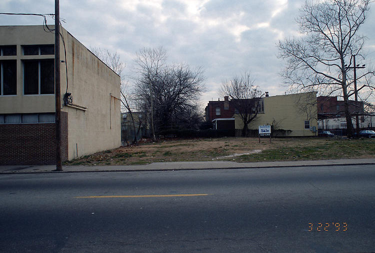 1993 March 22..Redevelopment.Huntersville 1&2 (R-70)..NORTH HUNTERSVILLE STUDY.SEQUENCE 19.VACANT LOT BETWEEN ORDER OF TENTS & LEXINGTON.CHURCH STREET.EAST SIDE...NEG#.NRHA#..