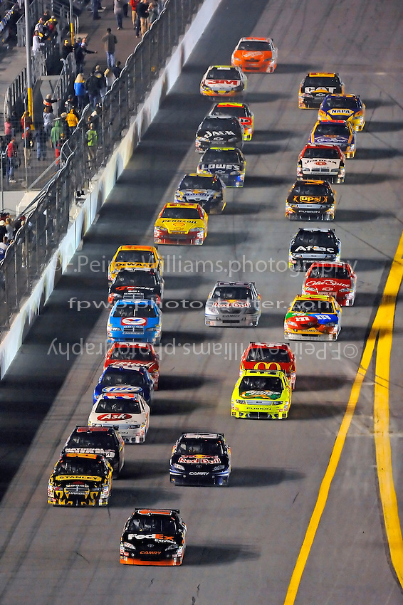 6-7 February  2009, Daytona Beach, Florida USA.Denny Hamlin leads the field..Daytona International Speedway: Bud Shootout.©F.Peirce Williams 2009.F. Peirce Williams.photography