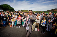 Roma 25 Ottobre 2015<br /> Pellegrinaggio mondiale del Popolo Gitano a Roma al Santuario del Divino Amore e Santa Messa per ricordare l'incontro che Papa Paolo VI fece cinquant&rsquo;anni fa, durante il Concilio con il popolo gitano venuto da tutto il mondo.<br /> Rome 25 October 2015<br /> World Pilgrimage of the People Gypsies in Rome at the Sanctuary of Divine Love and Holy Mass to remember the meeting that Pope Paul VI did fifty years ago, during the Council with the gypsy people came from all over the world.