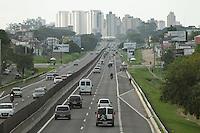 ATENCAO EDITOR FOTO EMBARGADA PARA VEICULO INTERNACIONAL <br /> CURITIBA, PR, 04 DE NOVEMBRO DE 2012 – RETORNO FERIADÃO – Movimento calmo no início da noite de domingo (4) na BR 277, que liga Curitiba ao litoral paranaense, no retorno dos curitibanos do feriado de Finados. De acordo com a Ecovia, empresa concessionária que administra a rodovia, são esperados mais de 22 mil veículos retornando à capital neste domingo. (FOTO: ROBERTO DZIURA JR./ BRAZIL PHOTO PRESS)