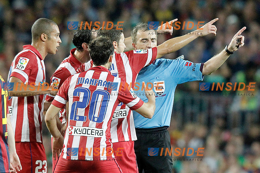 Atletico de Madrid's Joao Miranda, Diego Godin, Juanfran Torres and Gabi Fernandez have words with the referee David Fernandez Borbalan during Supercup of Spain 2nd match.August 28,2013. (ALTERPHOTOS/Acero) <br /> Football Calcio 2013/2014<br /> La Liga Spagna Supercoppa di Spagna Barcellona - Atletico MAdrid <br /> Foto Alterphotos / Insidefoto <br /> ITALY ONLY