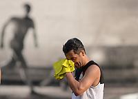 SÃO PAULO,SP,28 FEVEREIRO 2013 - TREINO CORINTHIANS - Douglas durante treino do Corinthians no CT Joaquim Grava, no Parque Ecologico do Tiete, zona leste de Sao Paulo, na tarde desta segunda feira. O time se prepara para o jogo  contra o Santos  em  na Vila Belmiro  valido pela primeira 10 rodada do paulistao 2013. FOTO ALAN MORICI - BRAZIL FOTO PRESS