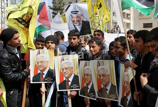 Palestinian Fatah supporters hold placards showing pictures of President Mahmoud Abbas and late leader Yasser Arafat during a rally in support of Abbas in the West Bank village of Tubas near Jenin March 16, 2014. With pessimism growing over future of Middle East peace talks, U.S. President Barack Obama will meet Abbas in Washington on Monday to try to break stalemate. Photo by Nedal Eshtayah