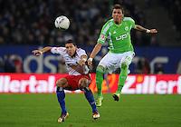 FUSSBALL   1. BUNDESLIGA   SAISON 2011/2012    10. SPIELTAG Hamburger SV - VfL Wolfsburg                                22.10.2011 Jeffrey BUMA (li, Hamburg) gegen Mario MANDZUKIC  (re, Wolfsburg)