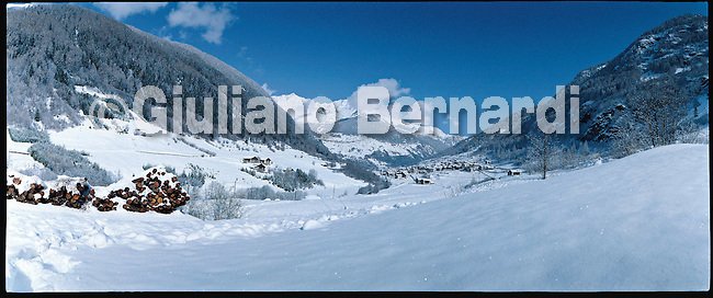 PJ415 Val di Pejo in inverno, immagini dei villaggi,delle montagne, delle baite, delle piste di sci e attivit&agrave; sportive,<br /> Pejo in winter, images of the villages, mountains, mountain huts, the ski slopes and sporting activities,<br /> Pejo im Winter, Bilder der D&ouml;rfer, Berge, Bergh&uuml;tten, den Skipisten und sportlichen Aktivit&auml;ten,<br /> Pejo en hiver, les images des villages, des montagnes, des cabanes de montagne, les pistes de ski et des activit&eacute;s sportives,<br /> Pejo en invierno, las im&aacute;genes de los pueblos, monta&ntilde;as, refugios de monta&ntilde;a, las pistas de esqu&iacute; y actividades deportivas,<br /> Pejo fi fasl alshshata'a, sur min alquraa waljibal wal'akwakh aljabaliat, wamunhadarat alttazalluj wal'anshitat alrriadia,<br /> Pejo的冬天,鄉村,山區,山木屋,滑雪場和體育活動的圖像,<br /> 冬のペヨ、村、山、山の小屋、スキー場やスポーツ活動のイメージ,<br /> Pejo in de winter, beelden van de dorpen, bergen, berghutten, de skipistes en sportieve activiteiten,<br /> Pejo w zimie, obrazy wsi, g&oacute;r, schronisk g&oacute;rskich, stok&oacute;w narciarskich i uprawiania sportu,<br /> Pejo no inverno, as imagens das aldeias, montanhas, abrigos de montanha, pistas de esqui e actividades desportivas,<br /> Pejo t&eacute;len, a k&eacute;pek a falvak, hegyek, hegyi, a s&iacute;p&aacute;ly&aacute;k &eacute;s sporttev&eacute;kenys&eacute;gek