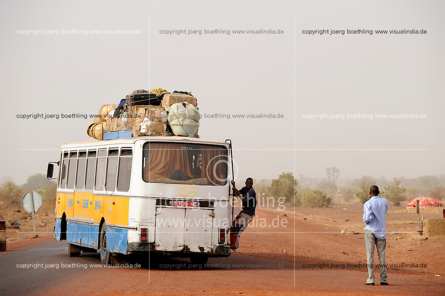 "Westafrika Mali Djenné , Jugendliche reisen in die Hauptstadt Bamako - Transport  | .Africa Mali Djenne - young people travel by Bus to Bamako - migration | [ copyright (c) Joerg Boethling / agenda , Veroeffentlichung nur gegen Honorar und Belegexemplar an / publication only with royalties and copy to:  agenda PG   Rothestr. 66   Germany D-22765 Hamburg   ph. ++49 40 391 907 14   e-mail: boethling@agenda-fototext.de   www.agenda-fototext.de   Bank: Hamburger Sparkasse  BLZ 200 505 50  Kto. 1281 120 178   IBAN: DE96 2005 0550 1281 1201 78   BIC: ""HASPDEHH"" ,  WEITERE MOTIVE ZU DIESEM THEMA SIND VORHANDEN!! MORE PICTURES ON THIS SUBJECT AVAILABLE!! ] [#0,26,121#]"