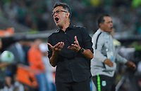 MEDELLIN - COLOMBIA, 09-11-2019: Juan Carlos Osorio técnico del Nacional gesticula durante partido por los cuadrangulares semifinales de la Liga Águila II 2019 entre Atlético Nacional y Cúcuta Deportivo jugado en el estadio Atanasio Girardot de la ciudad de Medellín. / Juan Carlos Osorio coach of Cucuta Nacional gestures during match for the quadrangular semifinals as part of Aguila League II 2019 between Atletico Nacional and Cucuta Deportivo played at Atanasio Girardot stadium in Medellín city. Photo: VizzorImage / Leon Monsalve / Cont