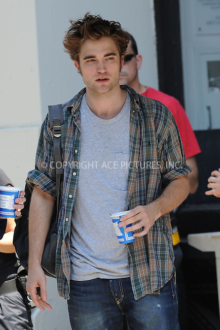 WWW.ACEPIXS.COM . . . . .  ....June 15 2009, New York City....British actor Robert Pattinson was on the Manhattan set of the new movie 'Remember me' on June 15 2009 in New York City....Please byline: KRISTIN CALLAHAN - ACEPIXS.COM.... *** ***..Ace Pictures, Inc:  ..tel: (212) 243 8787..e-mail: info@acepixs.com..web: http://www.acepixs.com