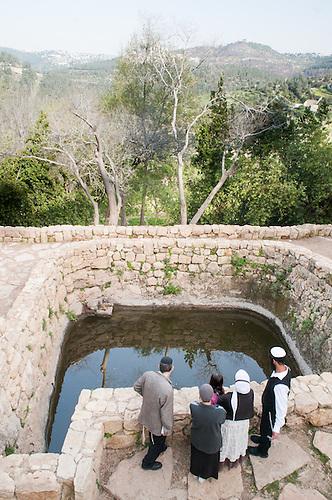 Sataf, Jerusalem, Avril 2011. L'ancien village palestinien, devenu un parc naturel est un lieu aprecie par les israeliens pour les sorties du week-end. Comme d'autres villages d'avant 1948, il y a des ruines du villages en plus ou moins bon etat, mais peu d'Israeliens savent que des palestinens y vivaient autrefois, aujourd'hui devenus des refugies n'ayant le droit de retourner voir leur ancien village. Les autorites des parcs naturels n'en evoque rien dans les panneaux d'information.
