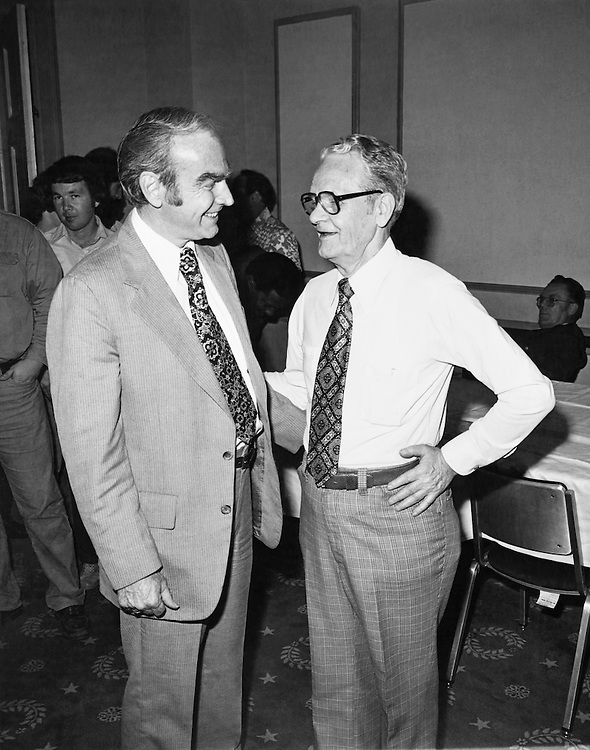 Rep. Jim Wright, D-Texas, discussing with his party member. (Photo by CQ Roll Call)