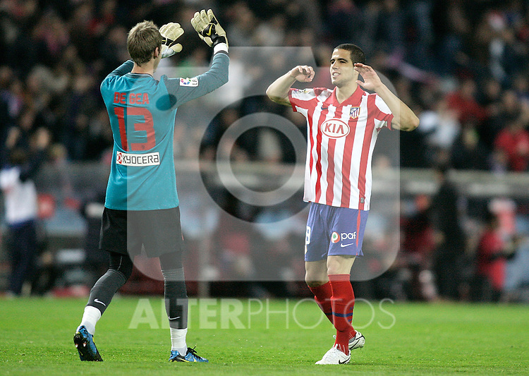 Atletico de Madrid's David De Gea and Alvaro Dominguez celebrate during La Liga match. April 04, 2010. (ALTERPHOTOS/Alvaro Hernandez)