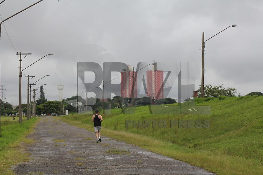 SAO PAULO, SP - 30.11.2015 - REPRESA-GUARAPIRANGA - Vista da Represa do Guarapiranga na manhã desta segunda-feira (30) na zona sul de São Paulo. A região amanhece chuvosa e o sistema apresenta nova alta, apresentando 87,3% da sua capacidade de armazenamento. (Foto: Fabricio Bomjardim / Brazil Photo Press)