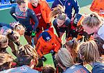 UTRECHT - teamoverleg  met bondscoach Alyson Annan (Ned)   tijdens   de Pro League hockeywedstrijd wedstrijd , Nederland-China (6-0) .COPYRIGHT  KOEN SUYK