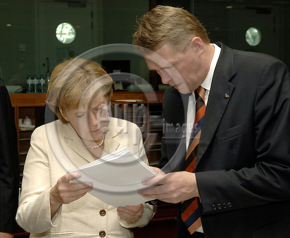 Brussels-Belgium - 16 June 2006---European Council, second day of the summit; here, Angela MERKEL (le), Federal Chancellor of Germany, with Matti VANHANEN (ri), Prime Minister of Finland---Photo: Horst Wagner/eup-images