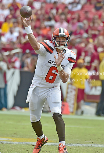 Cleveland Browns quarterback Cody Kessler (6) throws a pass in second quarter action against the Washington Redskins at FedEx Field in Landover, Maryland on October 2, 2016.<br /> Credit: Ron Sachs / CNP